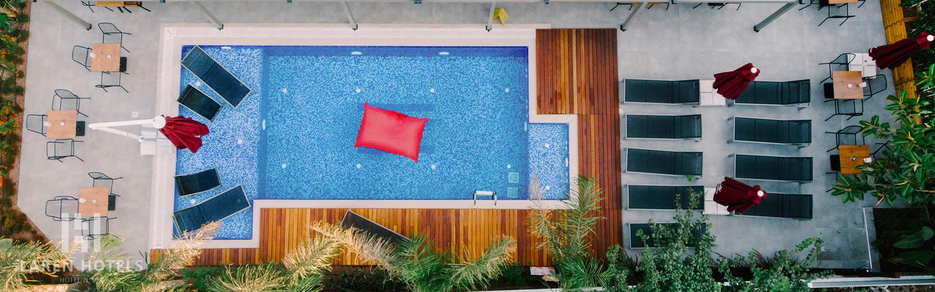 Laren Hotel Slide
